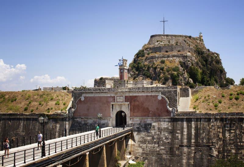 Vue de l'entrée à la vieille forteresse de Corfou images stock