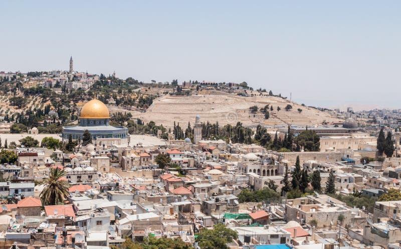 Vue de l'Esplanade des mosquées et de Jérusalem de la tour faisante le coin de l'église luthérienne évangélique du rédempteur dan image libre de droits
