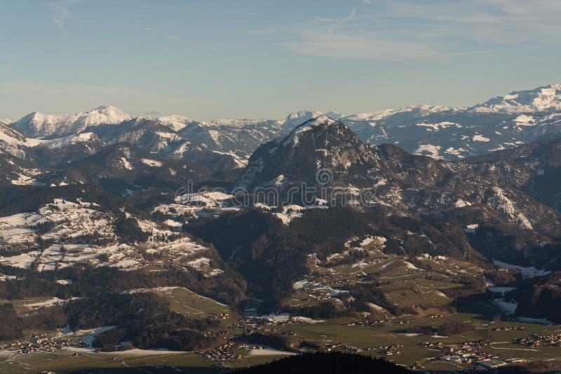 Vue de l'hiver ci-dessus de vallée golling l'Autriche images libres de droits