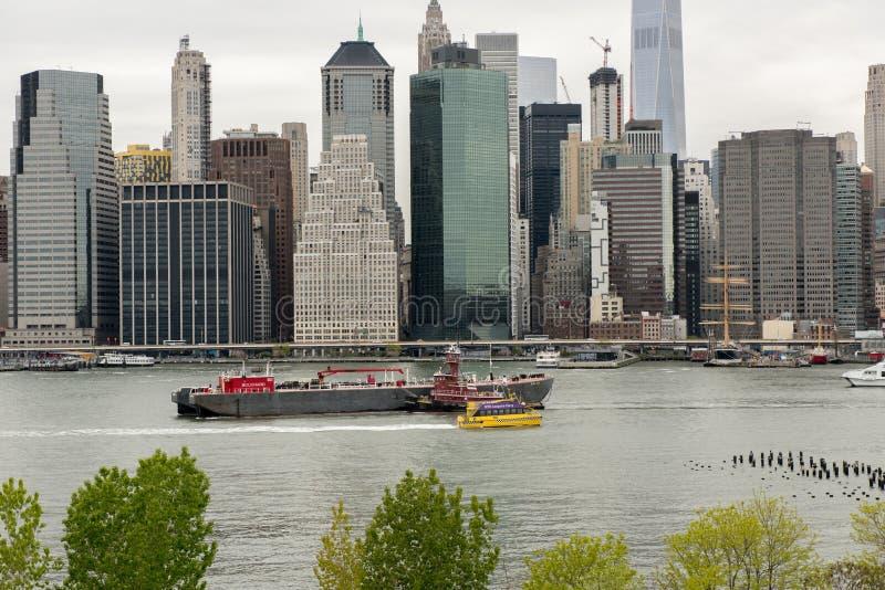 Vue de l'horizon de Manhattan de Brooklyn Heights à Brooklyn, photographie stock libre de droits