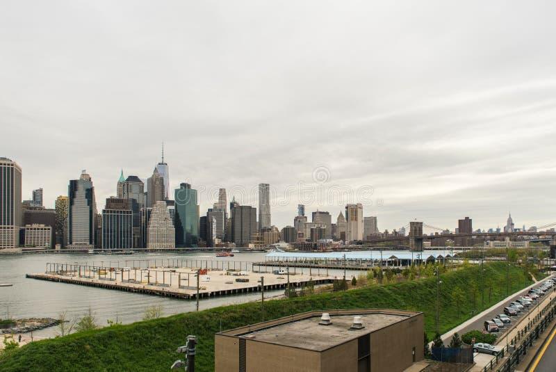 Vue de l'horizon de Manhattan de Brooklyn Heights image libre de droits