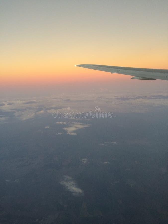 Vue de l'hublot d'avion images libres de droits