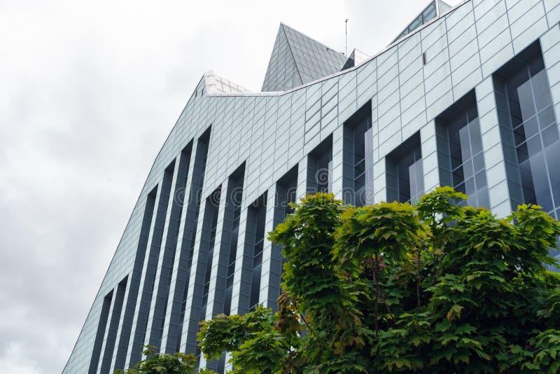 Vue de la bibliothèque nationale letton à Riga, Lettonie, le 25 juillet 2018 photographie stock libre de droits