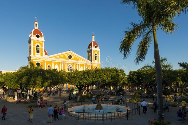 Vue de la cathédrale de Grenade et de la place principale du ` s de ville à Grenade, Nicaragua photos stock