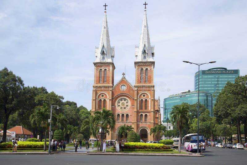 Vue de la cathédrale Notre Dame De Saigon du nuage par jour HO CHI MINH VILLE, VIETNAM images libres de droits