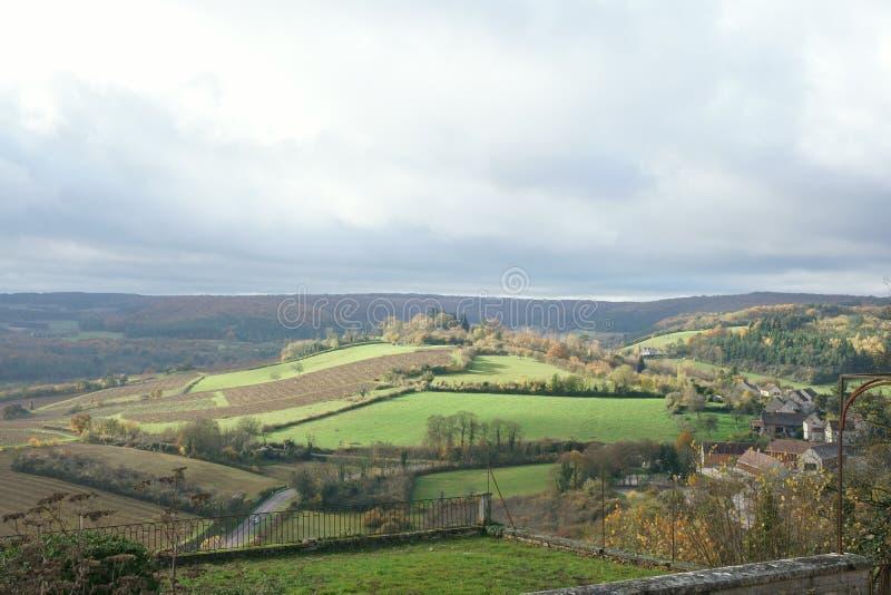 Vue de la colline de Vezelay, un du village le plus beau dans les Frances images stock
