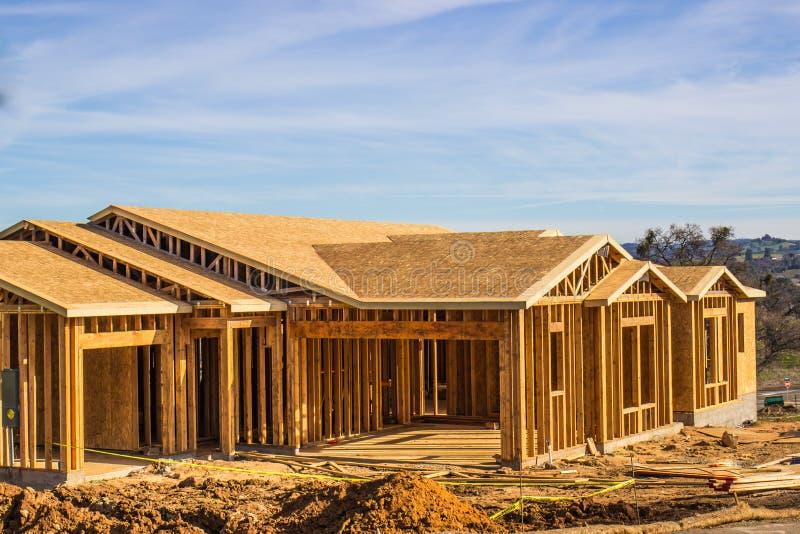 Vue de la construction à la maison neuve image stock