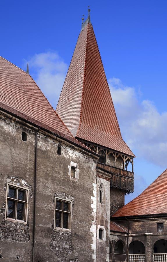 Vue de la cour, au sujet de la grande tour du château de Vajdahunyad photo stock