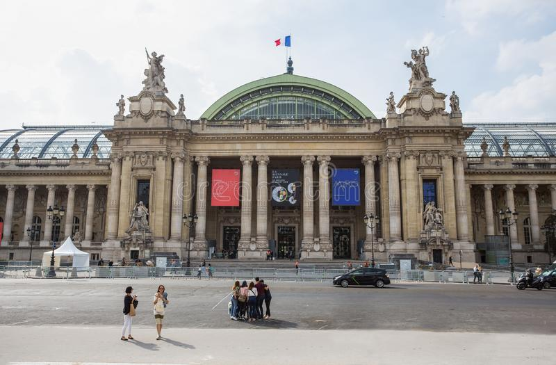 Vue de la façade de Grand Palais le grand palais à Paris, France photographie stock libre de droits