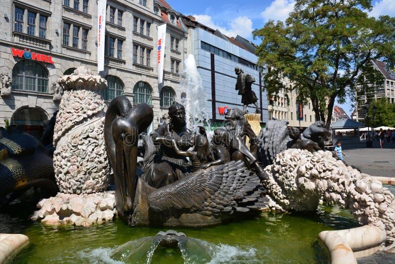 """Vue de la fontaine """"de carrousel de mariage """"dans la ville historique de Nuremberg, Allemagne photos stock"""