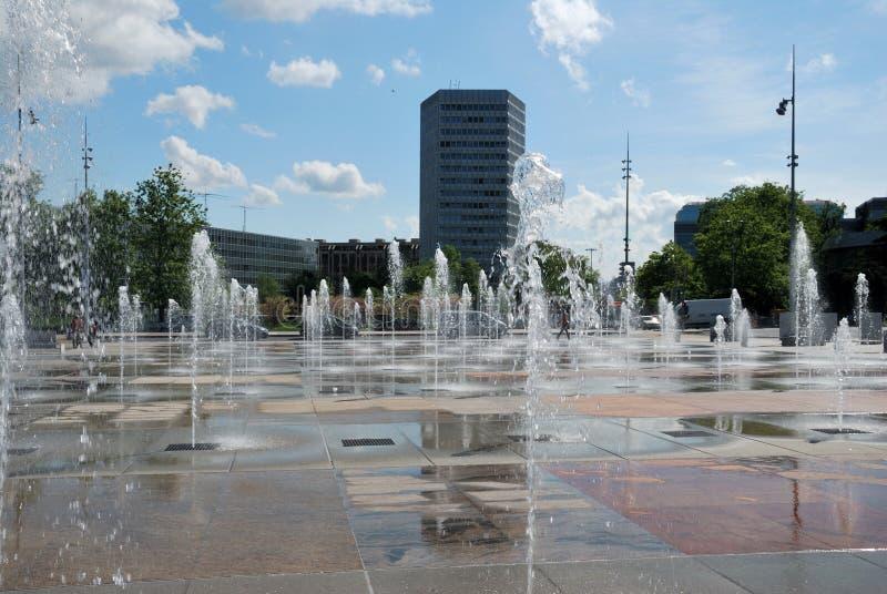 Vue de la fontaine dans la ville de Genève photo stock