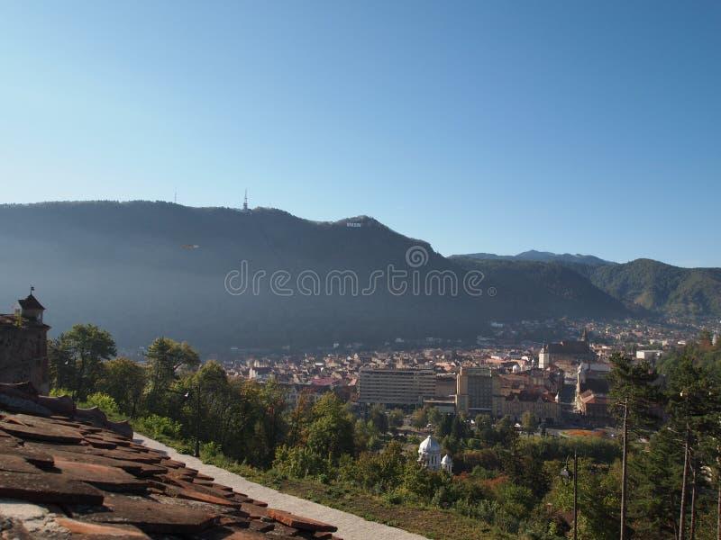 Vue de la forteresse de cetatuia de la ville roumaine brasov image stock