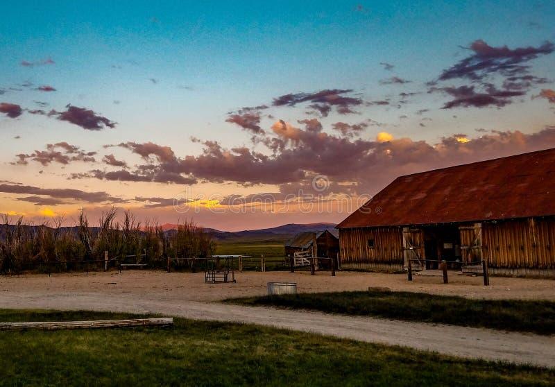 Vue de la grange de ranch de Hunewill près de Bridgeport, la Californie photo libre de droits