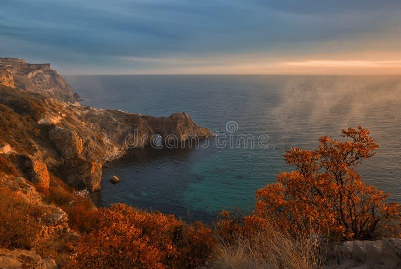 Vue de la grotte de Diana dans la lumière de soirée photographie stock libre de droits