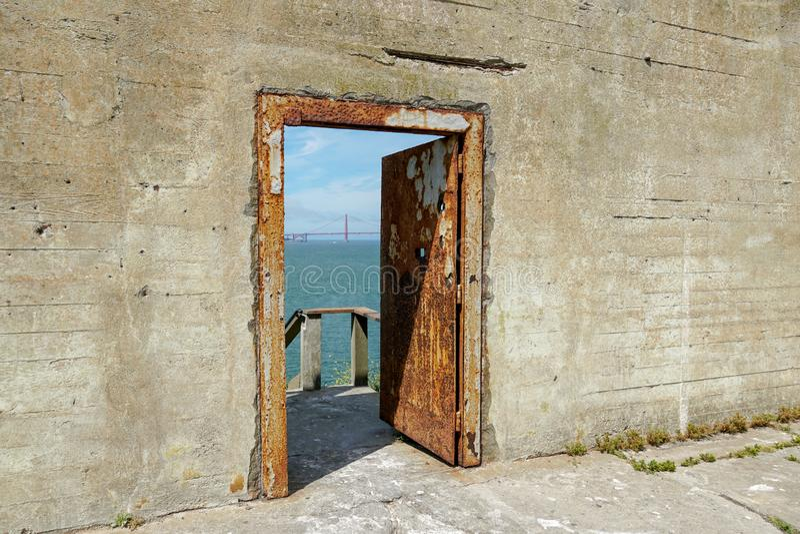 Vue de la liberté des murs d'Alcatraz images libres de droits