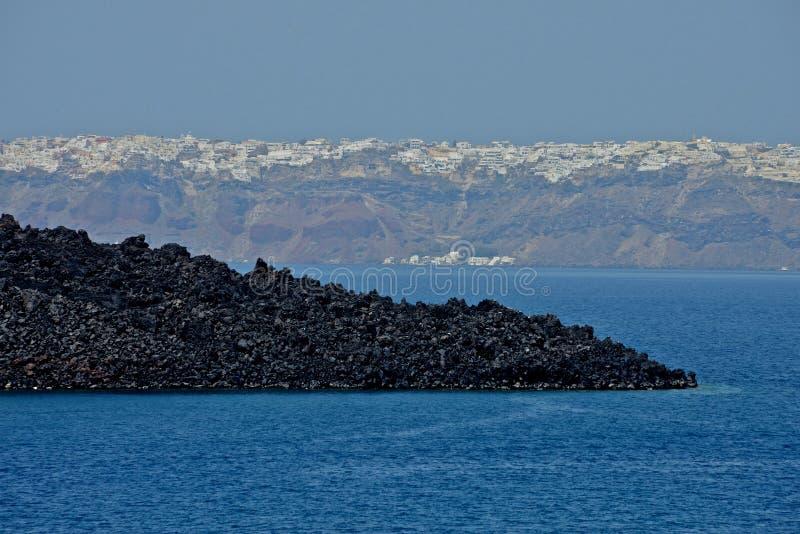 vue de la mer de l'île de caldeira et de l'île de Santorini photos stock