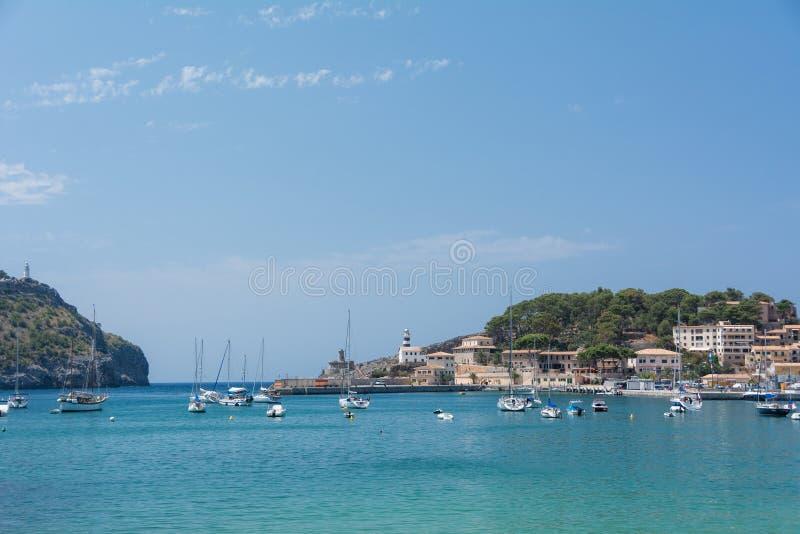 Vue de la mer de la ville, yachts, plage, rues, hôtels photographie stock
