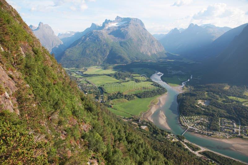 Vue de la montagne à Andalsnes photo stock
