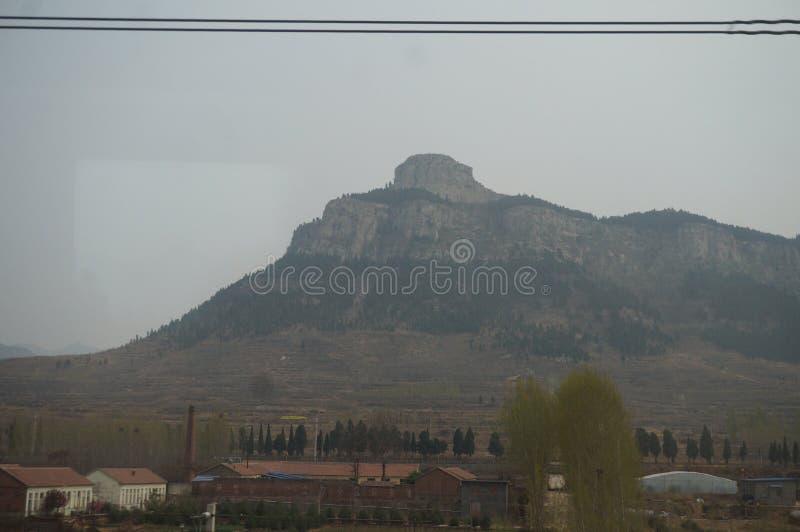 Vue de la montagne Tai sur le train de moteur image libre de droits
