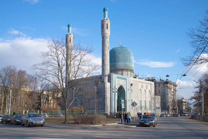Vue de la mosquée de cathédrale de St Petersburg pendant l'après-midi ensoleillé de mars image libre de droits