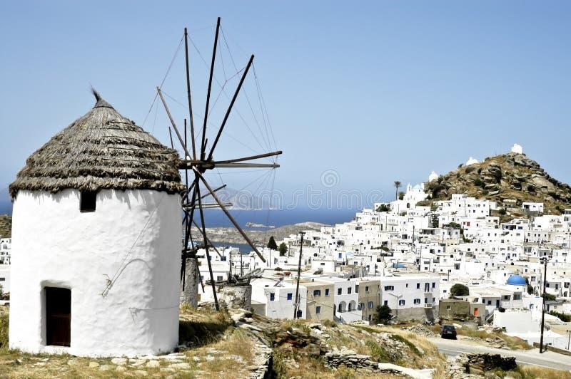 Vue de la petite ville de Chora en île d'IOS photos stock