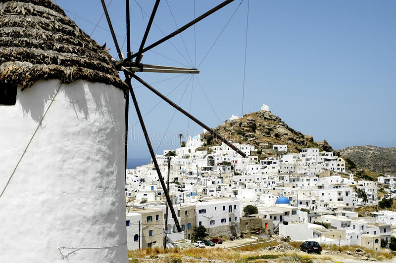 Vue de la petite ville de Chora en île d'IOS images stock
