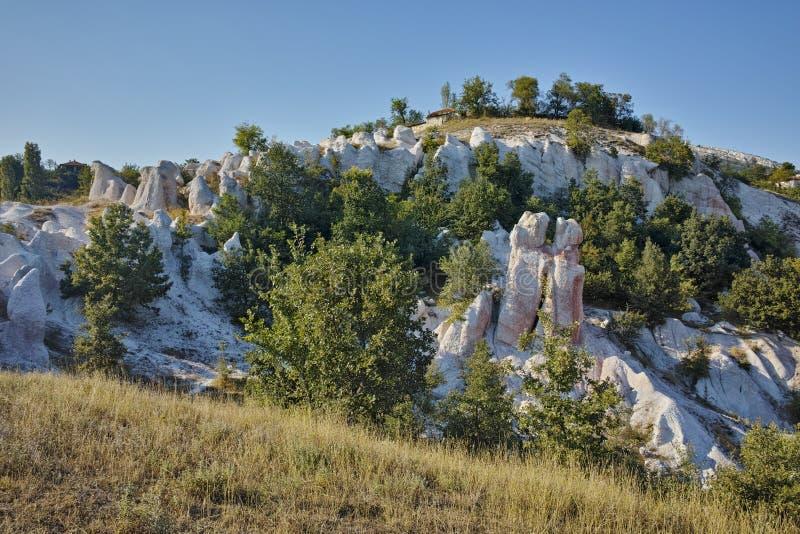 Vue de la pierre de phénomène de roche épousant près de la ville de Kardzhali, Bulgarie photographie stock