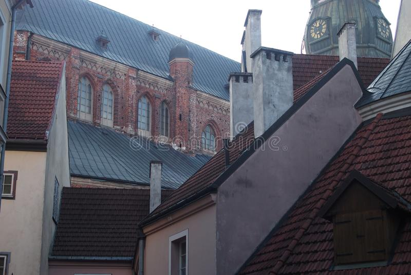 Vue de la place de la ville de Riga, vieille architecture images libres de droits