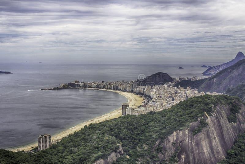 Vue de la plage de Copacabana de Sugar Loaf en Rio de Janeiro image stock