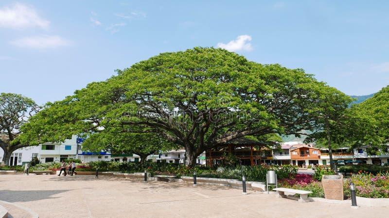 Vue de la plaza principale dans Hispania, Antioquia, Colombie photo libre de droits