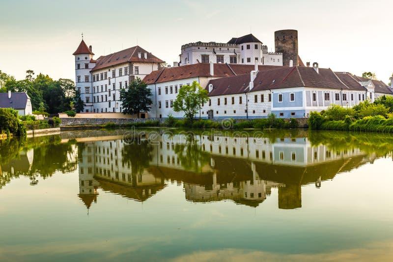 Vue de la République Château-tchèque de Jindrichuv Hradec photographie stock libre de droits
