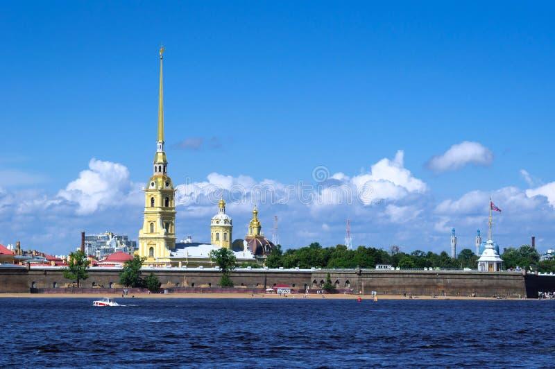 Vue de la rivière de Neva et de la forteresse de Petropavlovskaya, St Petersburg images stock