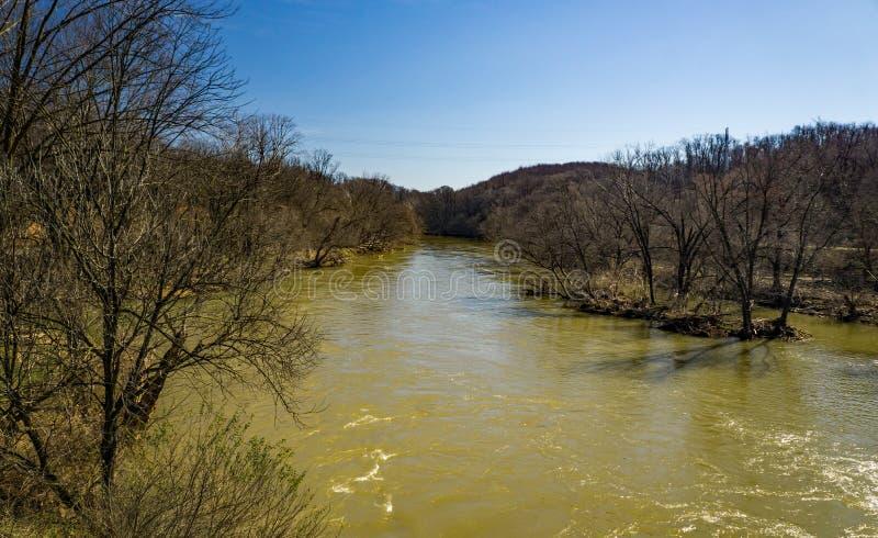 Vue de la rivière de Roanoke à l'étape d'inondation photos libres de droits