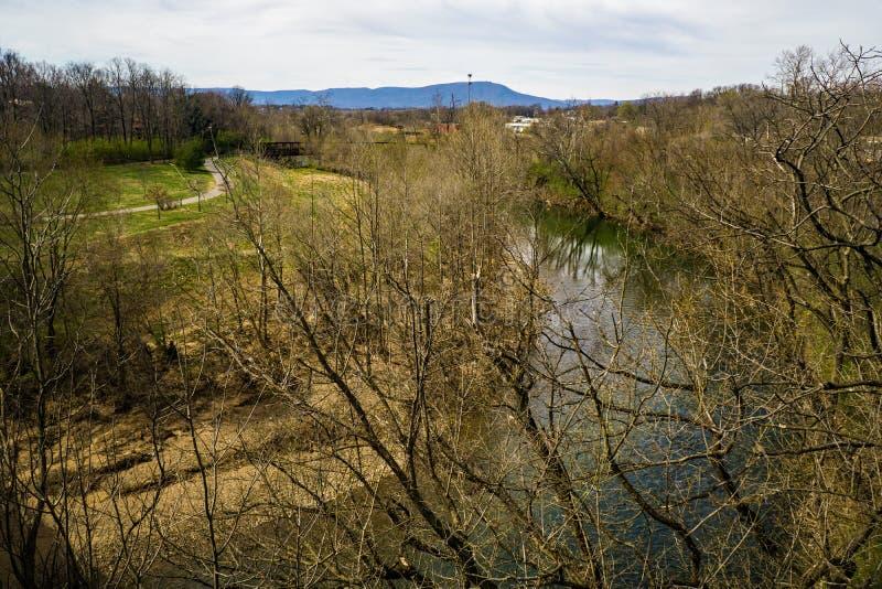 Vue de la rivière de Roanoke et du Greenway de rivière de Roanoke photo stock