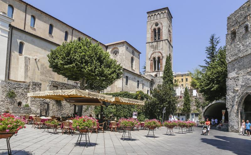 Vue de la tour de cloche de ville de Ravello, côte d'Amalfi photo libre de droits