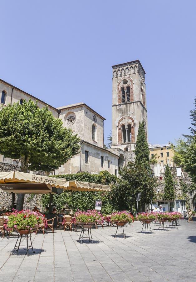 Vue de la tour de cloche de ville de Ravello, côte d'Amalfi photographie stock