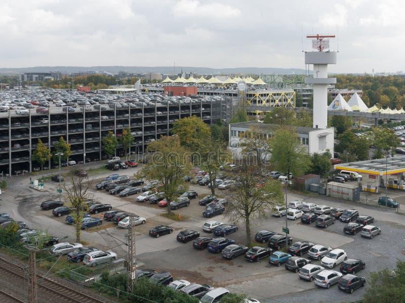 Vue de la tour de communication en parking image libre de droits
