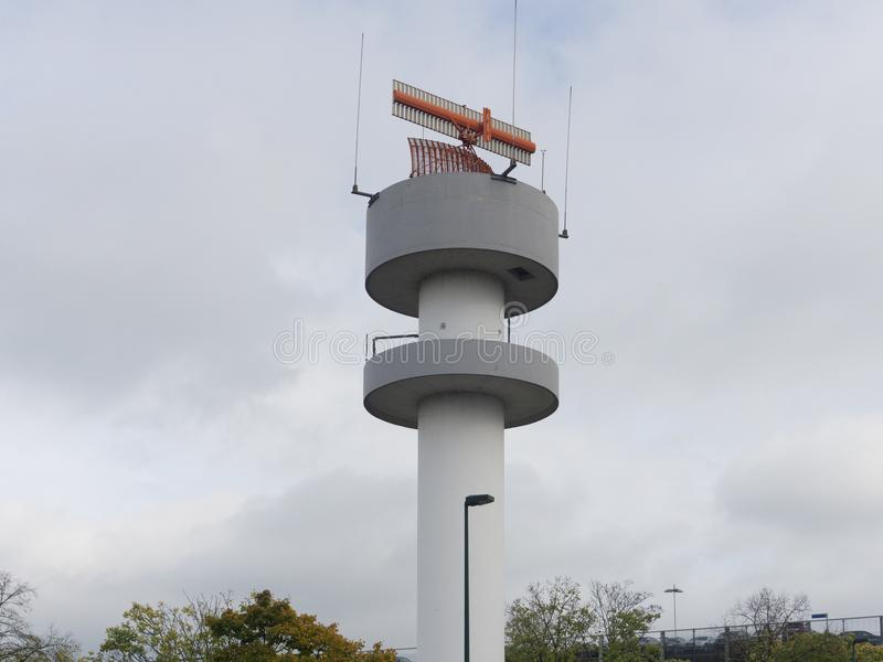 Vue de la tour de communication Horizontal industriel images libres de droits