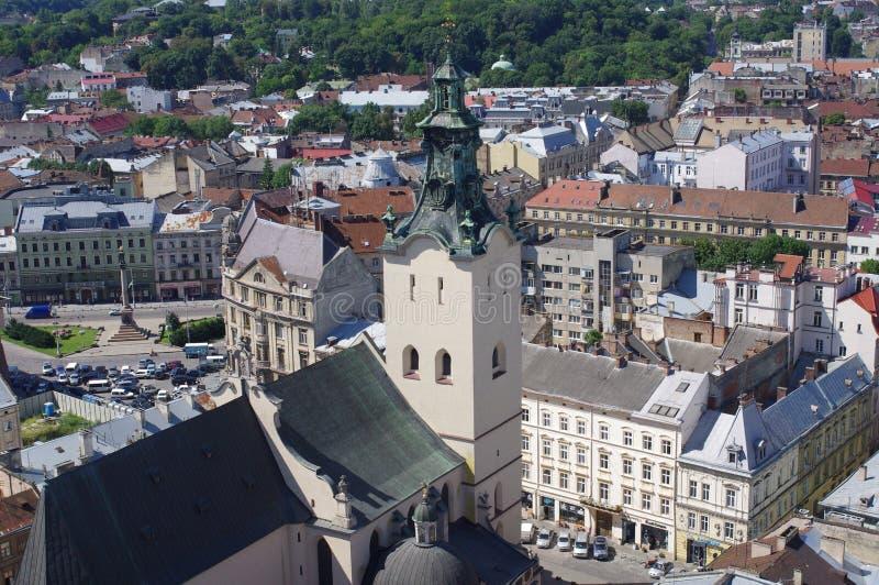 Vue de la tour d'hôtel de ville à Lviv en Ukraine photographie stock libre de droits