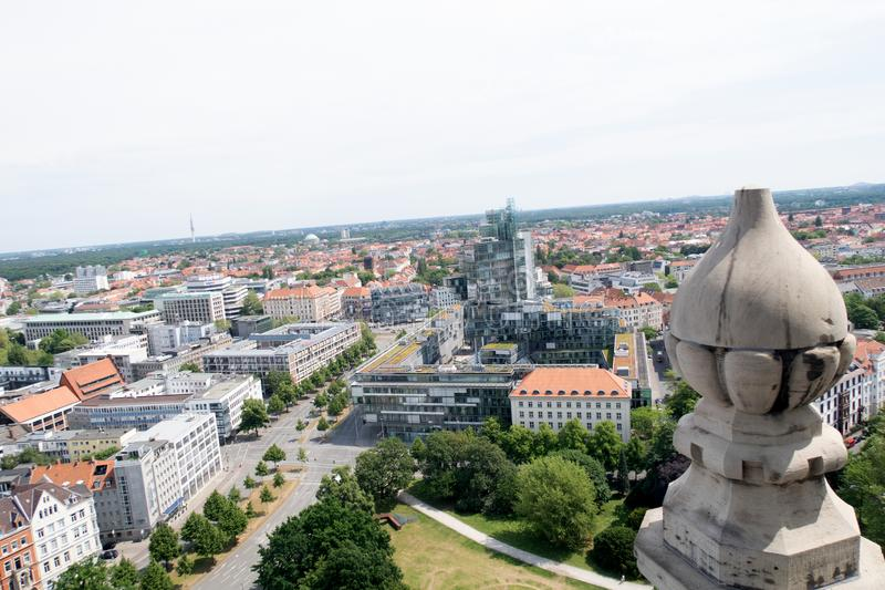 Vue de la tour du hall civil sur la structure établie de Hanovre Allemagne images stock