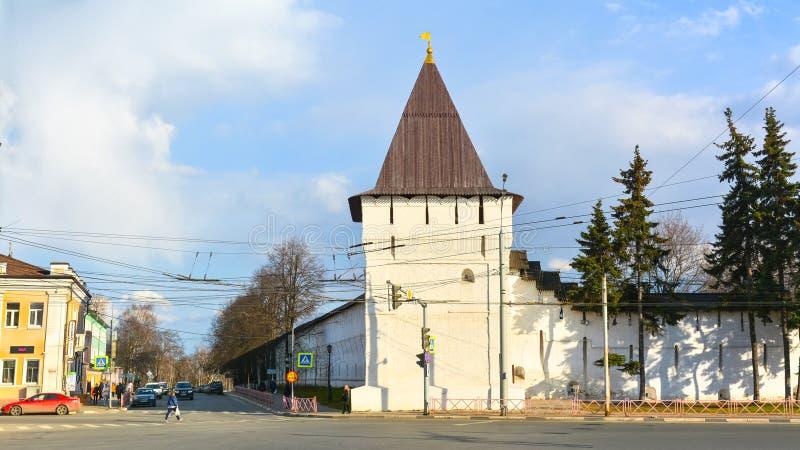 Vue de la tour faisante le coin du monastère images stock