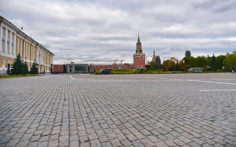 Vue de la tour de Spasskaya de Kremlin et de la place rouge, Moscou Russie photographie stock