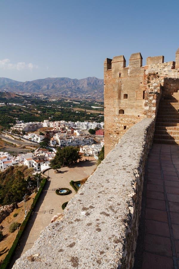 Vue de la vallée de la tour du château médiéval dans Solobrenia image libre de droits