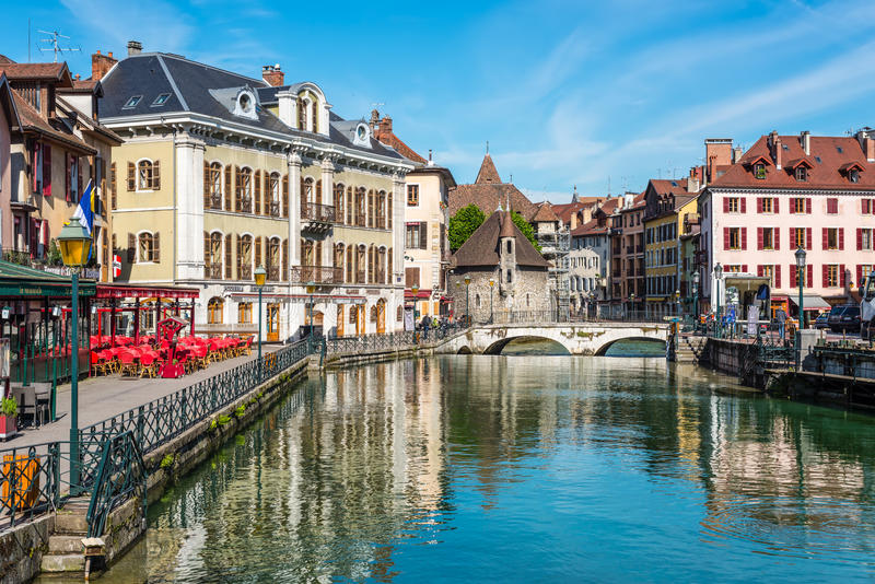 Vue de la vieille ville d'Annecy, France images stock