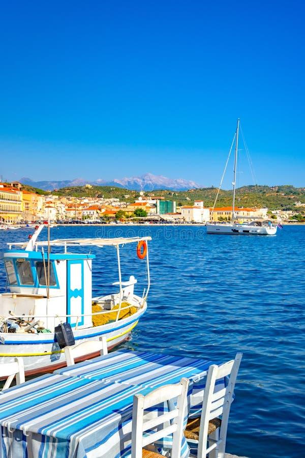 Vue de la ville côtière pittoresque de Gythio, Péloponnèse image libre de droits
