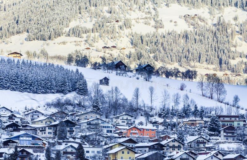 Vue de la ville dans la vallée Gastein photos libres de droits