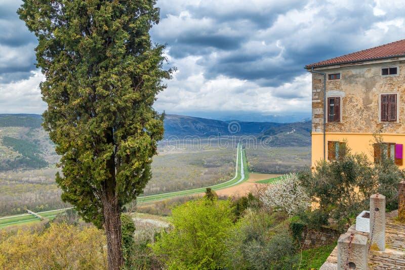 Vue de la ville historique de Motovun images libres de droits
