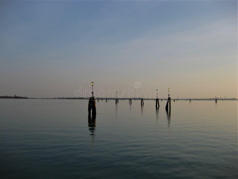 Vue de lac à Venise Italie au coucher du soleil image stock