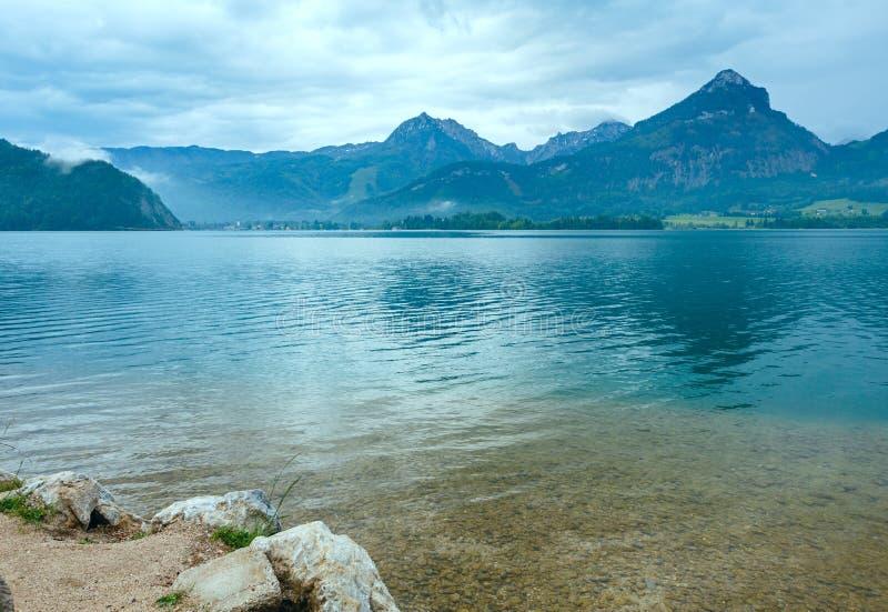 Lac d'été de Wolfgangsee (Autriche). photo stock