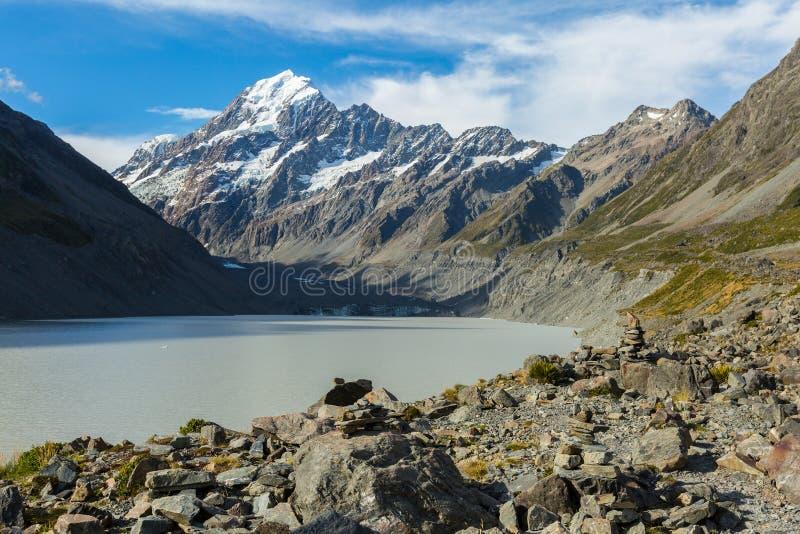 Vue de lac glacier de talonneur et de cuisinier de bâti photographie stock libre de droits